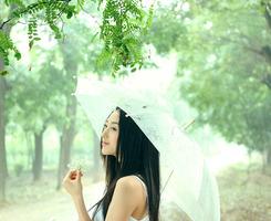 单调的婚礼花艺不能丰富整场婚礼的色彩,想要个性的婚礼、独特的花艺,快快和这些陈旧的婚礼配色说再见吧,婚礼花艺的时尚配色是让人眼前一亮的高饱和度色彩,以及层次丰富的