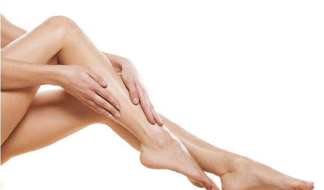 如果你紧绷小腿后发现肌肉很明显,那说明减起来会有点困难。如果线条不明显,掐起来仍旧是一坨肥肉,那说明还是有减小围度的可能。也许有人会说尽量减少使用小腿的使用就好了。我