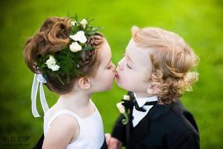 在看到自己孩子早恋的时候,所有的家长几乎都会很生气,那么生气的根源就是担心孩子会因为早恋而影响学习。早恋是孩子在青春期时必须经历的一个阶段,因此而家长朋友们在看到