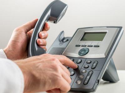 社会越来越发达了,手机也越来越高端了,人们之间的交往似乎与电话密不可分,甚至业务忙的人可能拥有好几部电话,接电话打电话忙的不可开交。但是,心理健康专家研究发现,有一些人