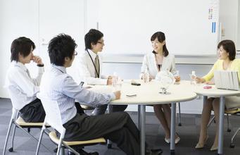 在工作场上,男人一般都是主力军,高层老板大都以男人居多,所以男人要想成功也是不容易的,有竞争力,有压力,那么要想升职加薪或者是成功的做一个老板,那么男人们就需要注意了,一下