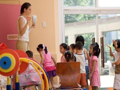 如何解决孩子上幼儿园的问题?孩子长大之后就开始要进入幼儿园去学习,但实际上在这个阶段也是让很多家长非常苦恼,因为孩子可能要面对的问题有很多种,下面这几个问题是家长