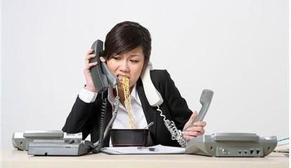 假如你在工作的时候,总是觉得自己胸口很闷,有的时候还喘不过气来,那么也许你会以为自己是患上了什么身体疾病,其实不然,你身体出现这种反应的真正原因可能是你的职场压力太大