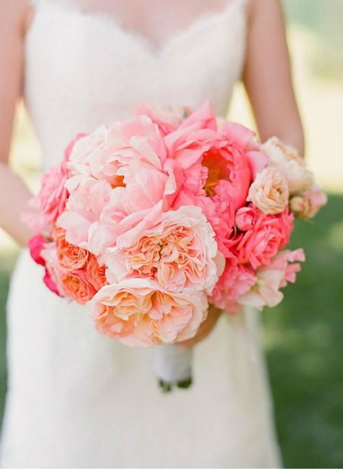 秀美的芍药新娘手捧花 象征着美满爱情