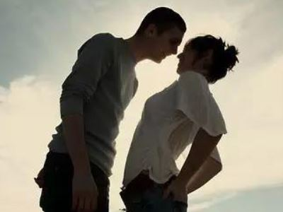 现在社会当中,女人被男人欺骗的事时有发生,而且人们似乎对这种事早已经是习以为常。为什么女人会被男人欺骗呢?尤其是在感情上。小编认为,这与女人不了解男性心理有很大的