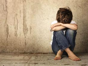 很多人表示遇到患有精神疾病的人时,内心当中就会有一种十分恐惧的感觉。这可以理解,毕竟从心理健康方面来首,精神疾病患者病情发作的时候,往往会做出一些异于常人的举动,甚至