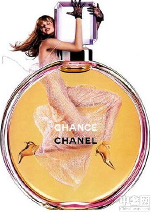 香奈儿香水哪款好闻。在最美好的年纪邂逅最美好的香奈儿。CHANCE邂逅香水CHANCE作为香水的新经典,面向敢于冒险的活泼女性。于粉红甜蜜香水不同,它的味道更加的注重清淡。香奈