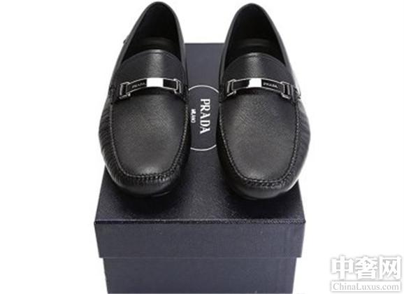 prada男鞋有哪些新款式,新款式盘点。普拉达是世界知名的高端品牌,旗下产品众多,包括了鞋包、高级时装等等,其中该品牌下的男鞋款式众多,受到众多时尚达人的追捧,我们一起来盘点一
