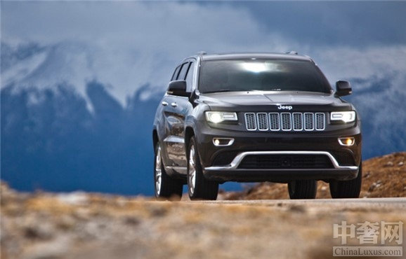 jeep是哪个国家的品牌。它为战争服务诞生于世,却不因战争的停止而消失。反而成为独一无二的品牌。2014款大切诺基二战时期,为了取代传统的侦察车,急需创造一款灵活、容易操作的