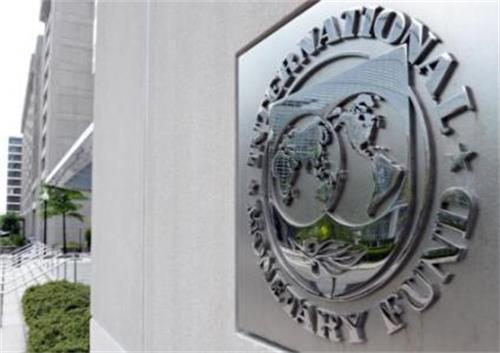IMF:中国债务风险可控 建议加强去杠杆。国际货币基金组织(IMF)和世界银行春季年会期间,IMF发布三大报告,论及中国信贷增长带来的金融稳定风险,并建议需要尽快采取行动。其中,IMF在4