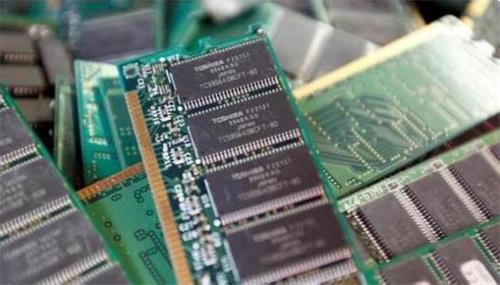 """东芝闪存业务备受追捧: 到日本买技术?关于东芝闪存业务的买家和竞价消息仍在持续流出,市场都在密切关注这个百年老店的""""金蛋""""会落入谁家。闪存是如今包括手机、笔记本电脑、"""