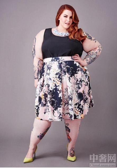 中奢网时尚讯 胖美人应该怎么穿,胖子穿好了也显廋。夏天是很多女人可以展现自己独特魅力的季节,然而胖子们却为夏天的到来愁眉不展,其实穿好了,你也可以很瘦。第一种上紧下松搭