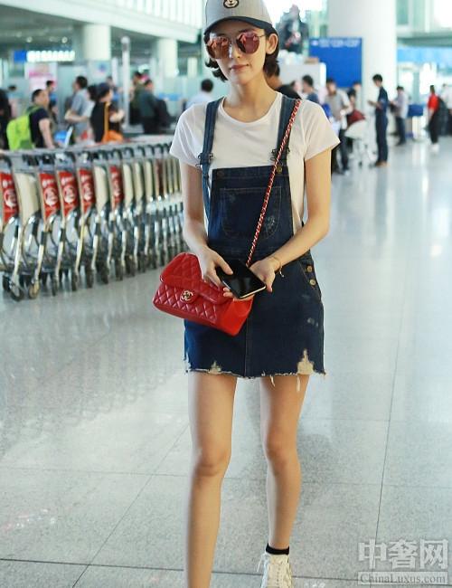 轻松打造可爱萝莉范 杨幂的背带裙你很需要