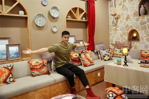 """近日,爱彼迎(Airbnb)在中国设计了一个""""像家一样""""的办公室。作为爱彼迎社区的老朋友,彭于晏(Eddie)最近回到了爱彼迎在北京的新家。""""走进爱彼迎办公室""""家""""门的那一刻,我就开始"""