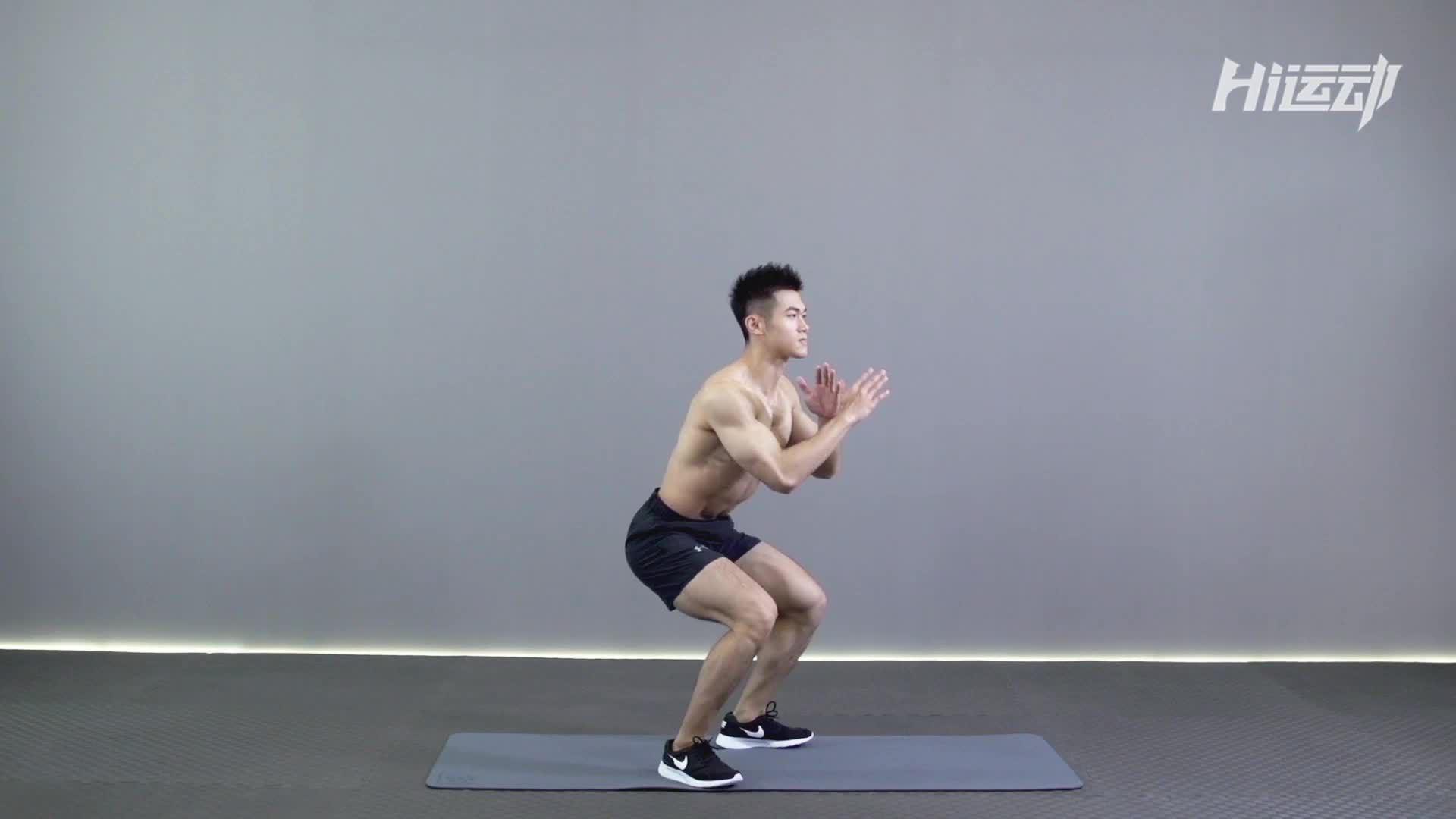 动作要领图                 1、挺胸收腹,收紧臀部         1、脚尖与膝盖保持同一方向,膝盖不要超过脚尖2、落地时,前脚掌着地,迅速过度到全脚掌         1、有短暂腾空