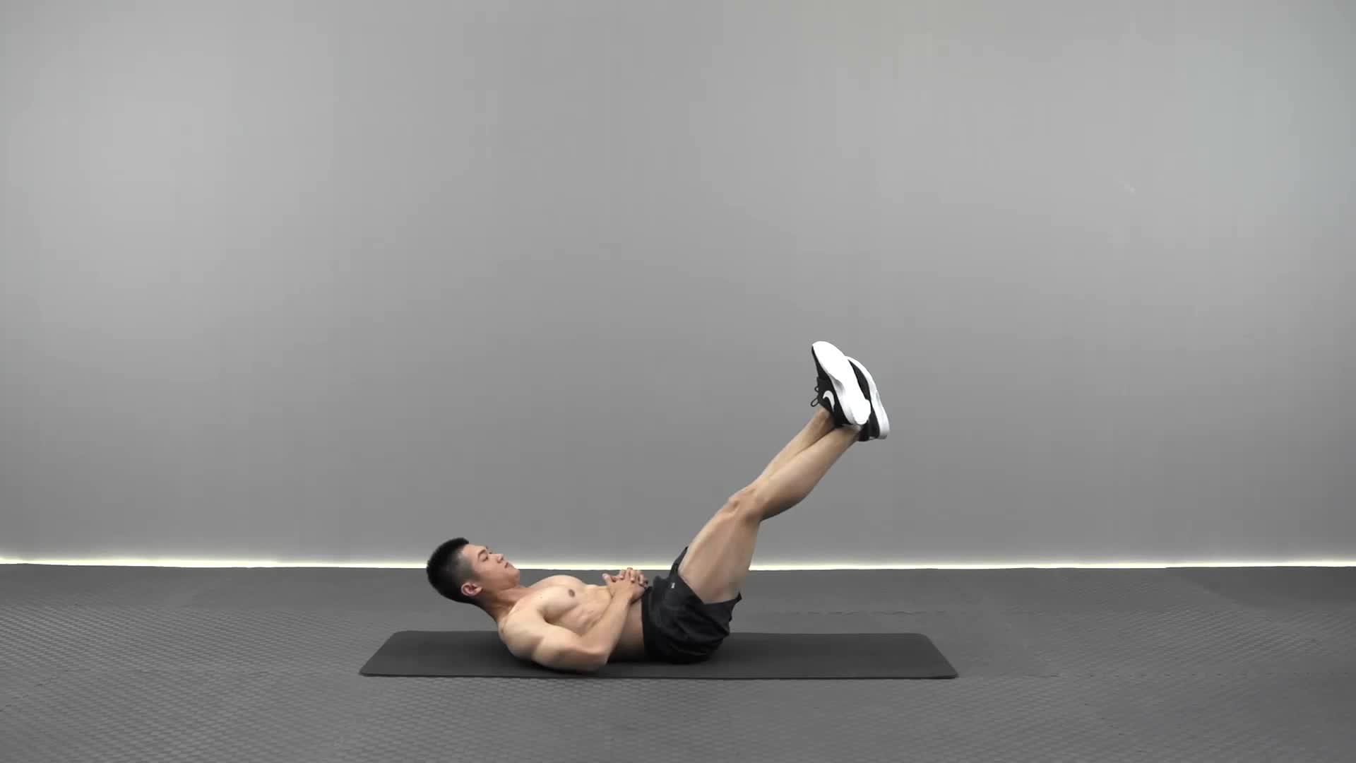 动作要领图                 保持上半身卷起,双腿交叉卷起至胸口位置。过程中注意保持腹部持续发力           主要肌肉示意图        叠腿收腹的动作要领 1持上半身卷起,双