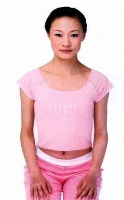 丰胸瑜伽图文教程胸部是体现女人完美线条,妙曼身姿的重要部位,每个女人都希望她圆润、挺拔、富有弹性,不希望她想其他部位脂肪越少越好,乳房大小与身体分泌的激素水平有关,在本贴