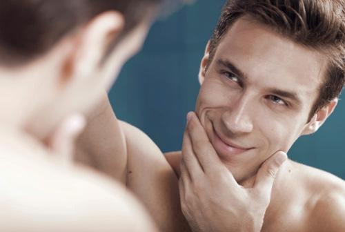 男人祛痘四个方法介绍脸颊两侧痘痘的来源对着镜子看着脸上的痘痘,很多男士不知道这是怎么得来的。特别是在下巴以及脸颊两侧下缘的痘痘,从中医学的角度来讲,这是由于吃了引发肠