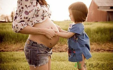 高龄孕妇  六大事项千万别马虎高龄产妇能顺产吗通常情况下建议剖腹产高龄产妇是妊娠高危人群之一,因此医生往往不会建议高龄孕妇顺产而改为做剖腹产。如果孕妇有数次宫腔操作