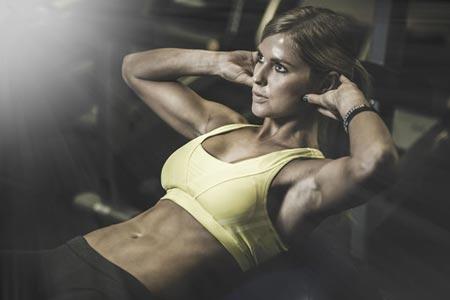 要想年轻更长久  运动后护肤诀窍很重要你发现了吗?经常运动的人总是看起来比同龄人更年轻,那是因为运动加快了新陈代谢,帮助保持良好体型的同时还能协调身体各个器官健康运作。