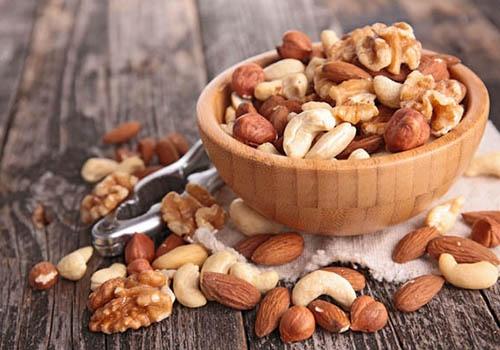 健康有效的助性妙方果仁——增强性功能科学家们调查发现,经常吃番瓜子的民族,极少发生前列腺疾病。这是因为番瓜子中含有一种能影响男性激素产生的神秘物质。此外,小麦、芝麻、