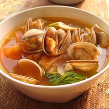 玉米须蛤蜊汤玉米须蛤蜊汤是一道味道鲜甜的菜肴,蛤蜊本身的味道就很鲜美,所以无需再添加味精,玉米须用来煲汤,味道甜丝丝的,玉米须蛤蜊汤做法也很简单,赶快跟着小编一起来看看吧。