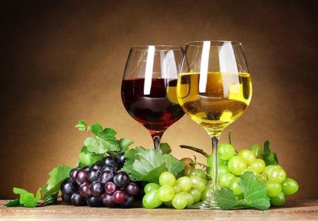 晚上喝它轻松排出致癌物科学家证实,喝葡萄酒是能够很好的帮助身体排出致癌物的,对于预防癌症是有功效的。这是因为在葡萄酒中有大量的抗癌物质多酚,这种多酚在葡萄酒进入身体内