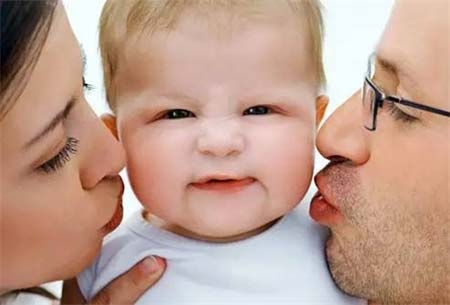 哇!夫妻越亲密孩子越聪明在您的生活中,父母、伴侣和孩子,谁更重要,您会如何回答?在13980位参与凤凰健康调查的网友中,79.6%的网友认为在他们心中孩子是最重要的;而在孩子的成长阶