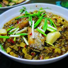雪菜熘带鱼这道雪菜蒸带鱼,做法很简单,零厨艺也完全能胜任,这样做带鱼肉质鲜嫩而清爽。但要记住,一定要用非常新鲜的带鱼,如果用冷冻后的带鱼,滋味会差很多。营养价值:蛋白质、脂肪