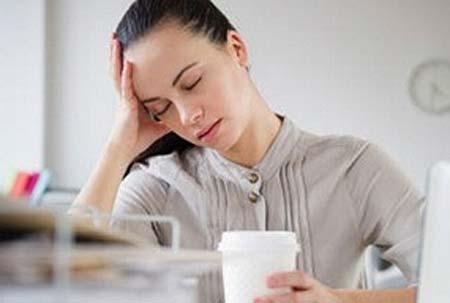 失眠的日常调理法  夏季失眠食疗方法第一:建议你不要总熬夜,晚上11点-凌晨3点是肝胆的最佳排毒时间,需熟睡, 早睡早起对身体最好,养成一个良好的睡眠习惯;第二:睡前不要喝咖啡、浓