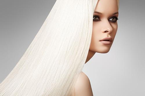 治白发试试这道汤中医认为毛发与血、肾的关系密切,肾精充沛、气血旺盛,则毛发生长浓密润泽。所以不论白发或脱发,都与血虚、肾虚有关,治疗应以补血补肾为主。这里给您推荐一款补