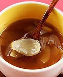 款冬花百合饮在寒冷的季节支气管哮喘发病率极高,今天小编给大家推荐一款百合款冬花饮,食用的时候喝水然后吃百合,具有润肺止咳的功效,这款茶饮可以从肺、脾、肾三个方面进行调理