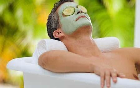 男人脸部皮肤保养  让您拥有健康好肤色1、荷尔蒙的作用男人肤一般偏向油性,PH值约为4.6~5.8,由于荷尔蒙活动过频刺激皮脂分泌。所以油脂及汗水分泌比较多。当旺盛的分泌物未被