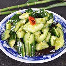拍黄瓜拍黄瓜是一道家常凉菜,主料是黄瓜,用各种调料拌制而成。清凉爽口,适合夏季食用。拍黄瓜所需材料主要食材黄瓜 ( 500克 )大蒜 ( 30克 )盐 ( 10克 )味精 ( 5克 )辅助佐料米