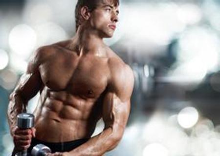 健美手部肌肉  <br /> 拥有漂亮的臂肌是很多男生的梦想,那么怎么才能拥有手臂肌肉线条呢?这就必须给肌肉一定的重量刺激,要遵循一条很重要的原则,就是大重量少次数。大重量一般是指你