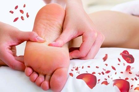 足底按摩可以可防癌排毒  足底按摩的五大好处1、足底按摩防治颈椎病颈椎病又称颈椎综合征,是一种骨骼的退行性病理改变。医学专家研究发现,通过按摩颈椎在足部的反射区,可产生