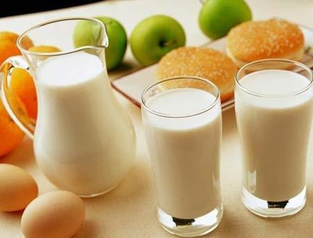 """这9类人真不能喝奶  喝奶等于穿肠毒药牛奶被大众所接受不仅因为它营养价值高,还因为它是种大众""""食物"""",适合任何范围的人群,今天就要给大家讲讲不能喝牛奶的人都有哪些?什么时"""