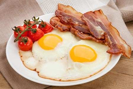 早餐多吃这些 让女人变得健康又美丽女性早餐怎么吃才养生早餐的科学性与否和我们一天的精力和体力都有关系,如何安排早餐成了关注养生保健的朋友们重视的问题,也因此,我们为大