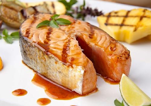 4种抗辐射养颜食物最佳的蛋白质来源:鱼鱼肉可为女性提供大量的优质蛋白质,并且消化吸收率极高。同时,鱼肉中的胆固醇含量较低,在摄入优质蛋白的同时,不会带入更多的胆固醇。多吃