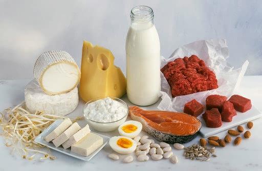 高温天气4种营养素不能缺钙夏季炎热,大量出汗会导致钙的流失。钙缺乏则导致各种肌钙蛋白含量下降,骨骼肌的收缩功能减弱,人体就会感到疲乏无力。此外,体内缺钙的人,神经系统处于