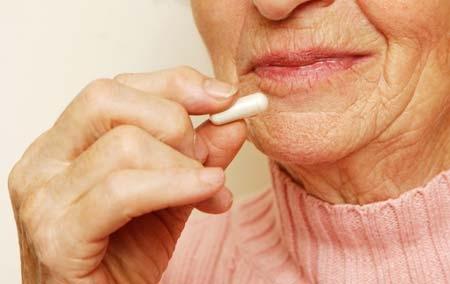 老年人注意不能一起服用的药物老年人的身体器官处于一个衰退和老化的时期,所以患有疾病是正常的,但是老年人在选择药物的时候一定要注意,注意搭配,也要注意不能混搭,要讲究方法。