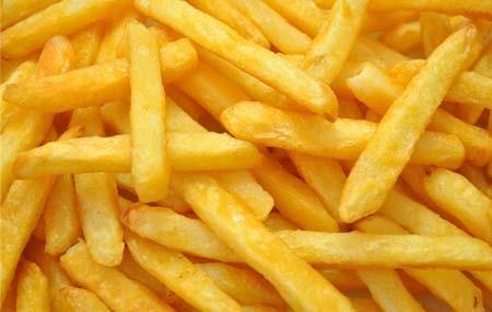 吃薯条也能瘦?薯条咋吃不发胖还瘦身吃薯条能不发胖?这并非狂言。薯条的本身材料——马铃薯是一种减肥良品,如果采用正确的烹调方式来制作薯条,并注意薯条的饮食搭配,吃薯条也是