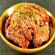 粉蒸肉粉蒸肉(又名面面肉)是广泛流行于中国南方地区的(江西、四川、陕南、安徽、湖北、湖南、浙江、福建等地)的汉族传统名菜之一。以主料带皮五花肉加米粉和其他调味料制作而成