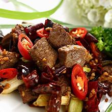 香辣牛肉香辣牛肉是麻辣诱惑旗下的产品之一,选料精细,采用传统工艺,配以多种天然香料,经过10多道工序精心加工而成。产品色泽鲜艳、味道鲜美、食用方便、回味无穷。香辣牛肉所需