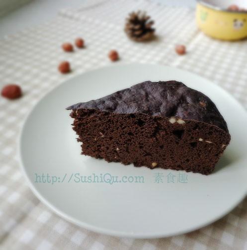 乍一看,有点像巧克力蛋糕,不过这是蒸的糕点,无蛋无奶,喜欢巧克力味道的朋友,可以尝试,既能满足胃口又不用担心发胖。榛仁巧克力发糕<br /> 原料:面粉   可可粉   糖   发酵粉   榛仁<br /> 做