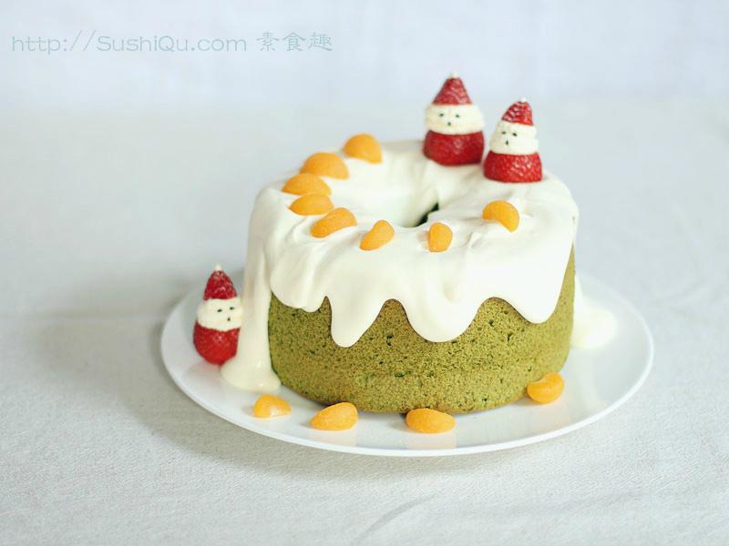 第五次做戚风蛋糕,这次还算像个样子。可不是为了过圣诞节,没有刻意的去过西方的节日,弄一些仪式什么的,只是有一些讨喜的元素还是比较好看的,有股喜庆劲儿,日常的欢乐平安更重要