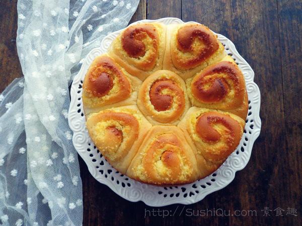 菜鸟的面包,这次是椰蓉面包卷,因为还算成功,自己比较满意,所以就放到小站上来。网上见到的烘焙高手太多啦,还有各种好方子,不敢比较,只是对自己做面包的一次记录。虽然拥有烤箱两