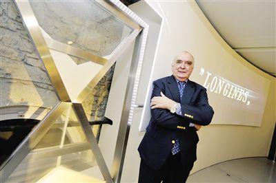 专访浪琴全球总裁霍凯诺Q:受到社会风气、汇率波动等影响,中国奢侈品市场近年明显趋缓。在这样的市场背景下,一些瑞士腕表品牌下调了中国市场产品售价,这其中包括顶级品牌在内的
