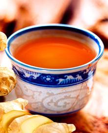 紫苏甜姜茶紫苏药性温和、无毒,是常用中药之一,感冒发热或感冒咳嗽,可泡煮来饮用。同时也是具有高量的β胡萝卜素、铁、α亚麻素等能预防体内细胞氧化,减少胆固醇。姜茶里的维生