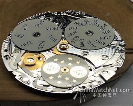 林勇华先生,来自中国深圳,1973年出生,自1991年即进入钟表制造行业,迄今已从事钟表工作超过25年。因对机械制造的天赋及对钟表的热爱,林先生在高中毕业后,即进入深圳知名外资钟表公